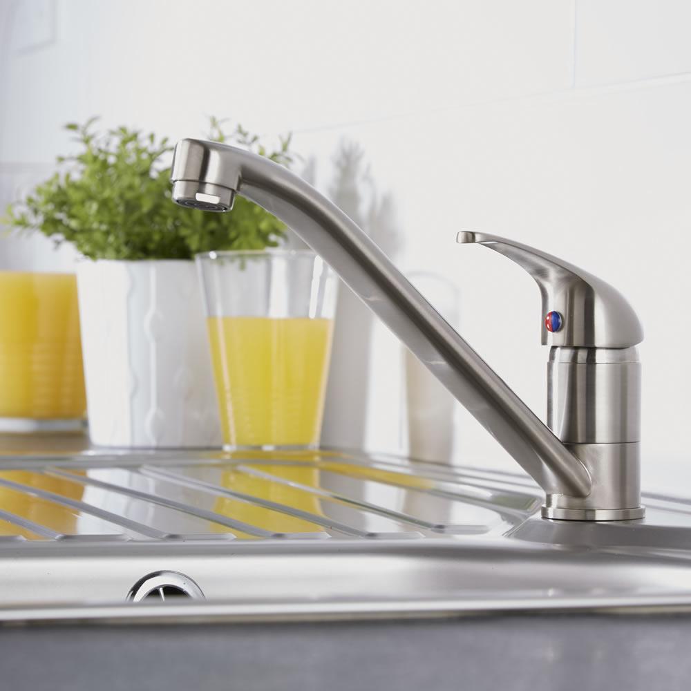 Moderne Ein-Hebel Küchenarmatur mit beweglichem Ausguss, Nickel