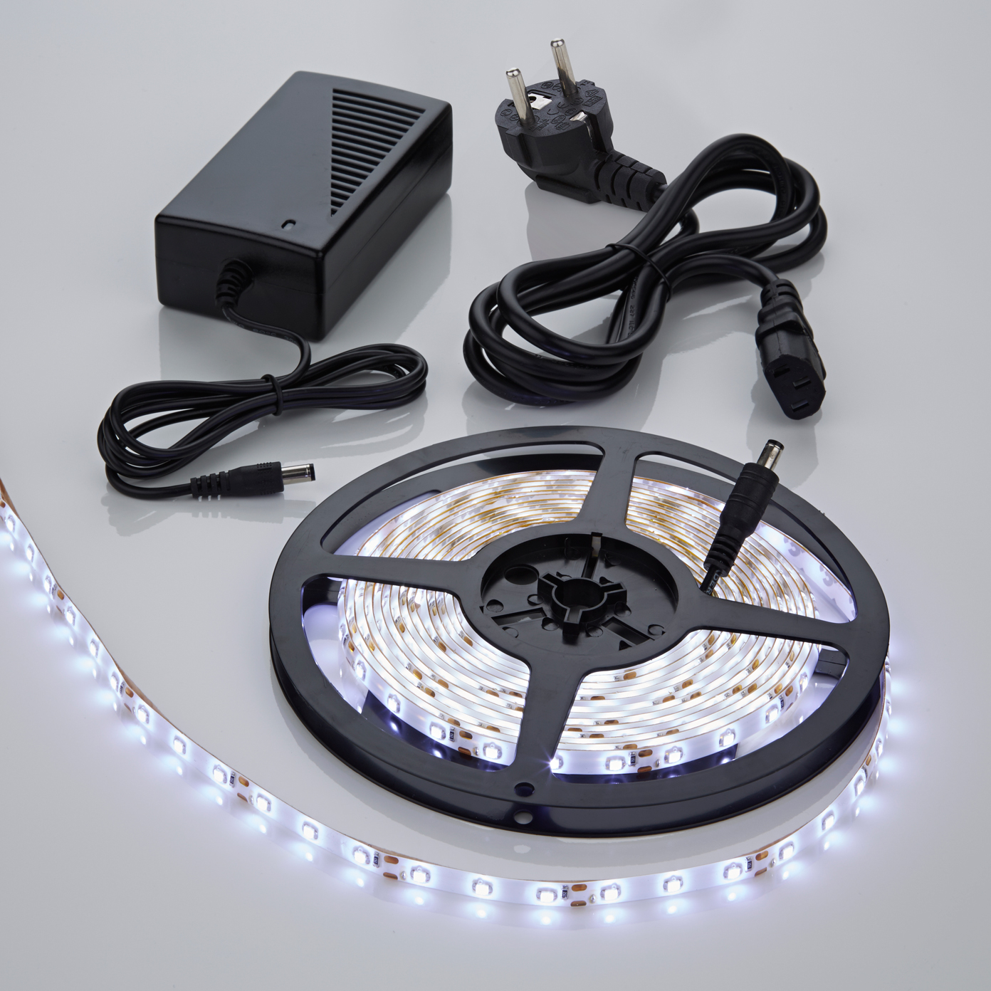 Biard 5m 3528 300 LED Strip Set, kühles Weiß, wasserdicht, inkl. Netzteil
