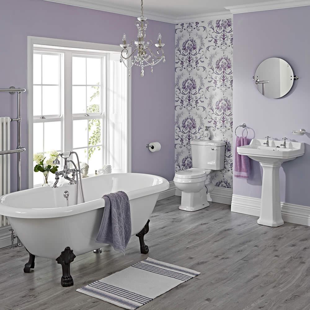 Traditionelle Badausstattung Carlton mit Toilette, Waschbecken, Badewanne und Armaturen - Greiffüße Schwarz