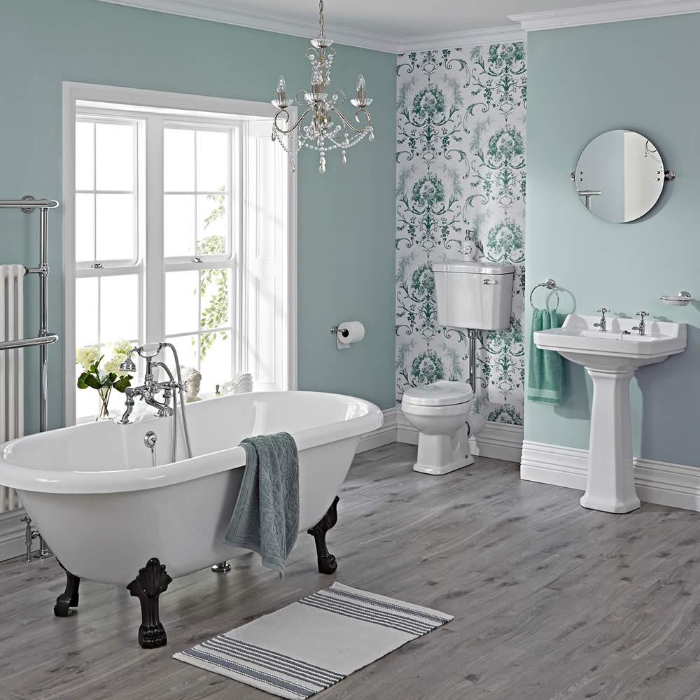 Traditionelle Badausstattung Carlton mit Toilette, Spülkasten hoch, Waschbecken, Badewanne und Armaturen - Greiffüße Schwarz