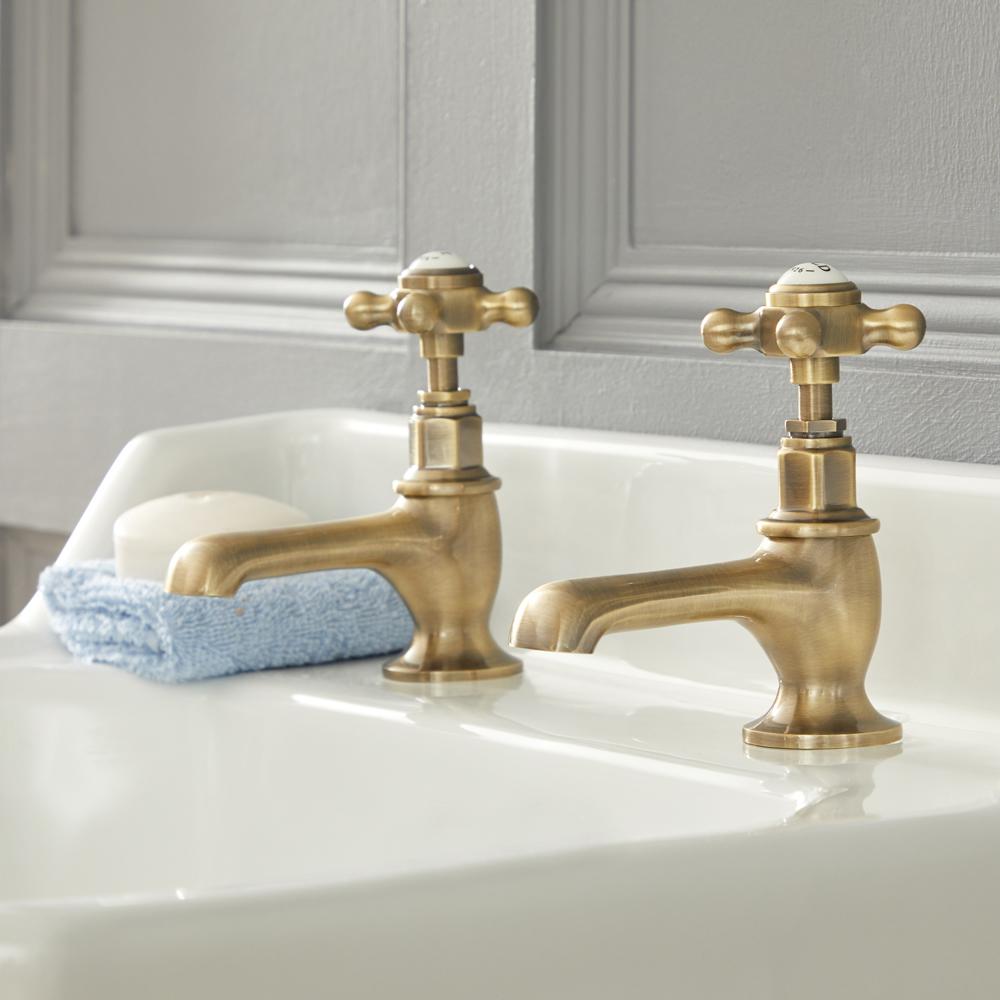 Elizabeth - Traditionelle 2-Loch Kalt-Warm Waschtischhähne mit Kreuzgriffen - Antikes Gold
