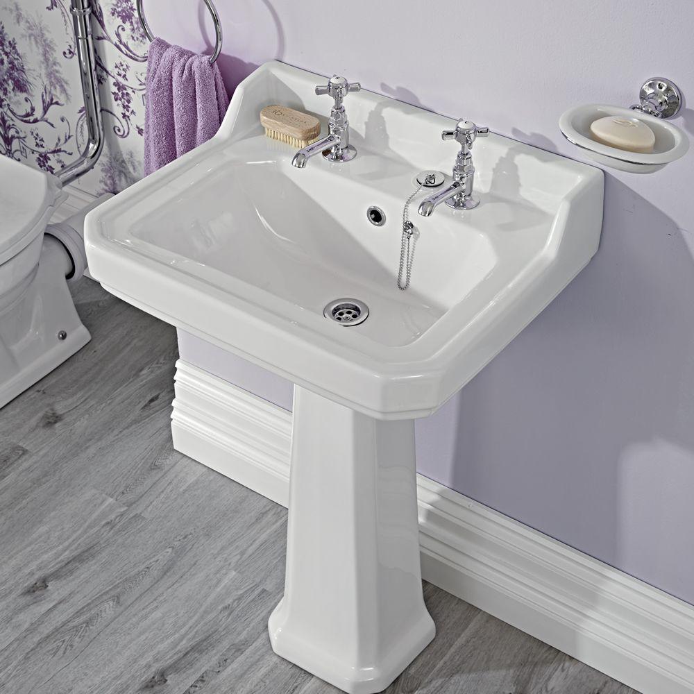 traditionelle badausstattung carlton mit toilette waschbecken badewanne greiff e chrom. Black Bedroom Furniture Sets. Home Design Ideas