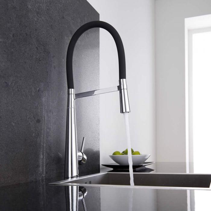 Küchenarmatur mit flexibler Brause in Schwarz und Chrom