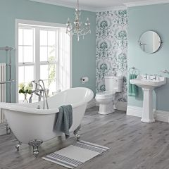 Traditionelle Badausstattung Carlton mit Toilette, Waschbecken, Badewanne und Armaturen - Greiffüße Chrom