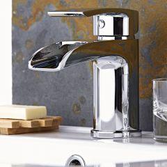 Ein-Hebel Waschtischarmatur mit Wasserfallausguss