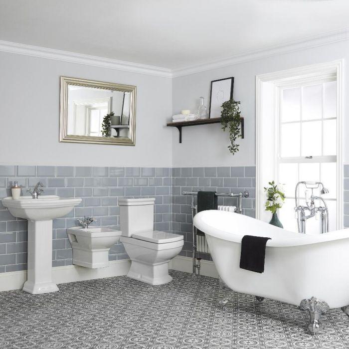 Traditionelles Badezimmerset – mit freistehender Badewanne, Stand-WC, Hänge-Bidet und Standwaschbecken - Chester