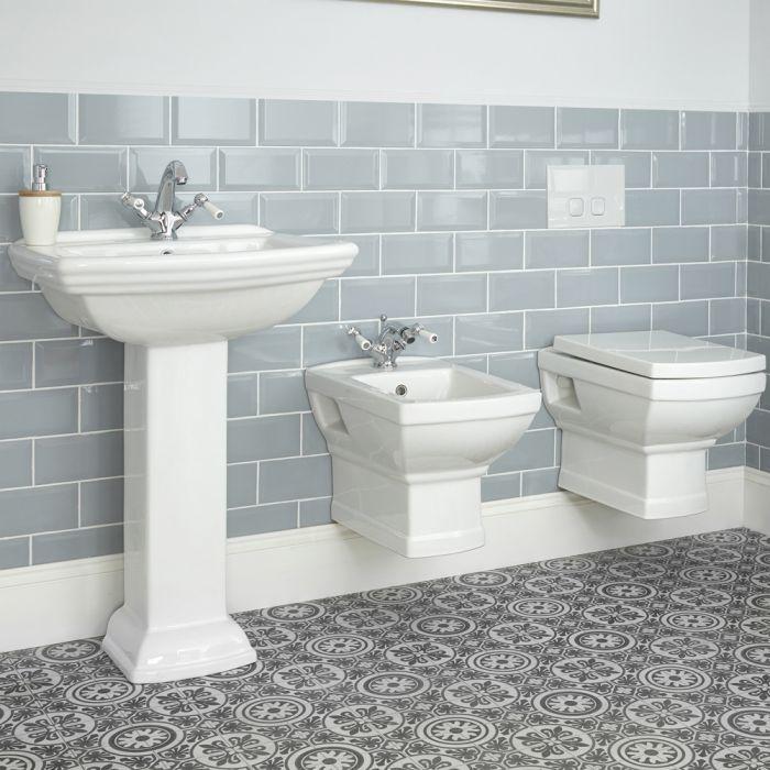 Traditionelles Badezimmerset – mit Wand-WC, Wand-Bidet und Standwaschbecken (Anzahl der Hahnlöcher wählbar) – Chester