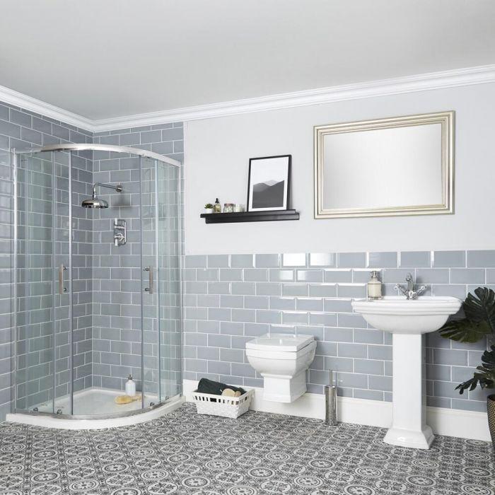 Traditionelle Badeinrichtung mit Viertelkreisduschkabine, Hängetoilette und Standwaschbecken - Chester