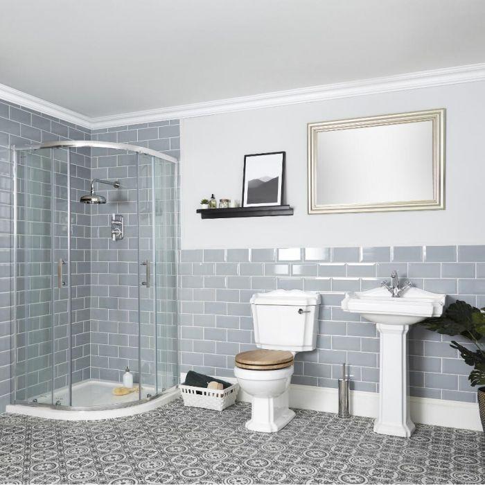 Traditionelle Badeinrichtung mit Viertelkreisduschkabine, WC und Standwaschbecken - Oxford