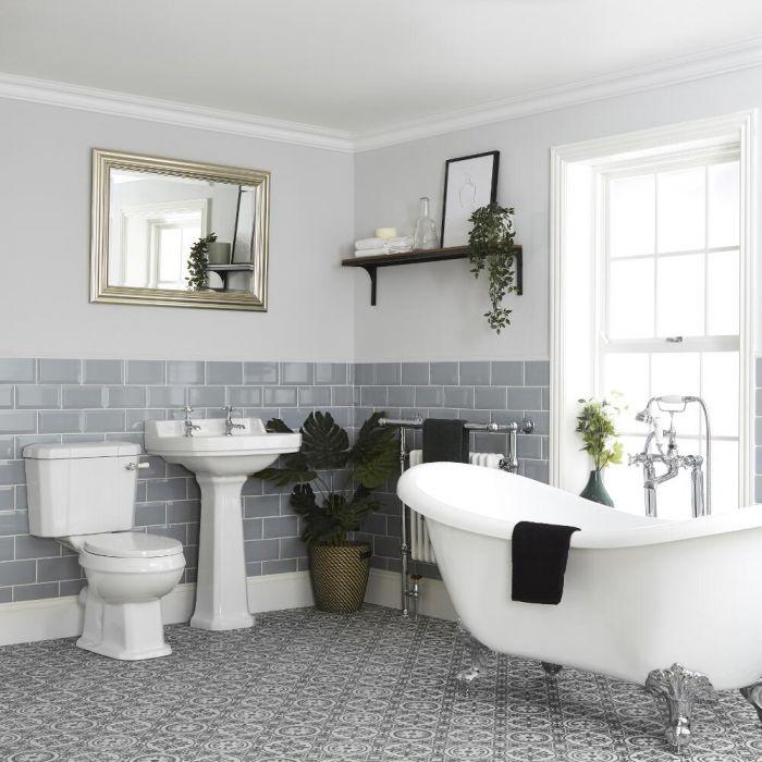 Traditionelle Badeausstattung mit freistehender Badewanne, WC und Standwaschbecken - Richmond