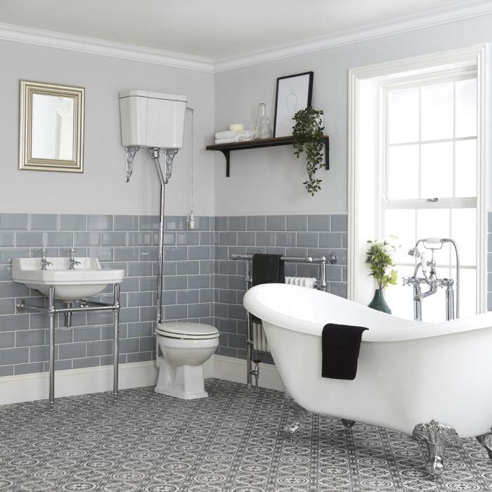 Traditionelles Bad Komplettset - mit freistehender Badewanne, WC mit hohem Spülkasten und Waschbecken mit Metallgestell - Richmond