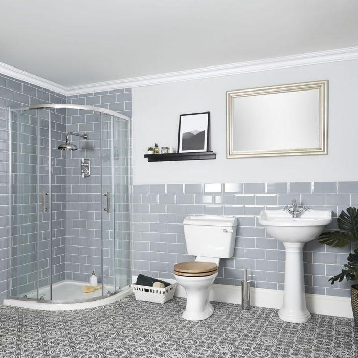 Traditionelle Badausstattung mit Viertelkreis-Dusche, WC und Säulenwaschbecken - Ryther