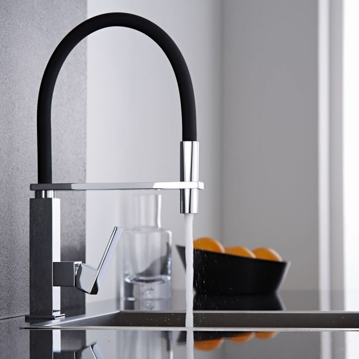 Eckige Küchenarmatur mit flexibler Spülbrause – Schwarz/Chrom - Kubix