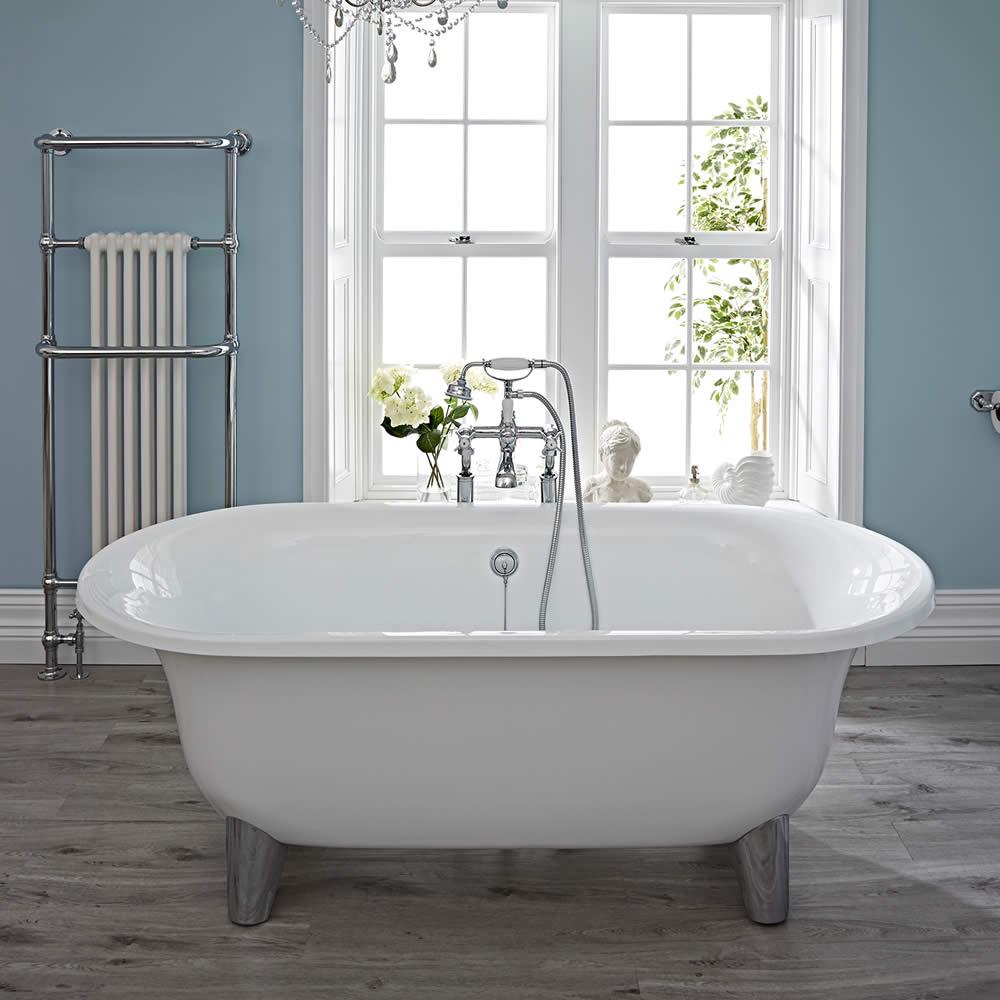 Freistehende Badewanne mit wählbaren Füßen